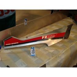 Bajo asiento derecha FZ 750 86